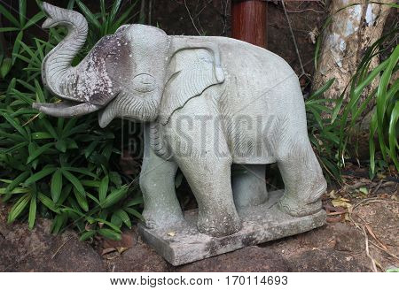 Elephant statue is craftsmanship in Thailand .