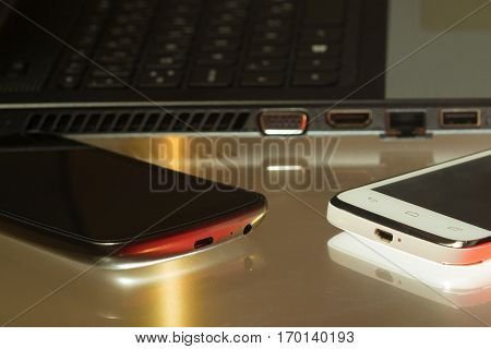 Wifi tethering laptop and two smartphones network