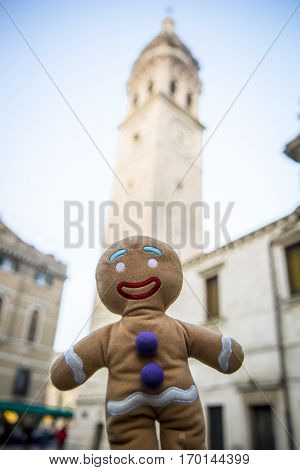 Little Gingerbread Man gingerbread man plush toy figurine visitng Venice