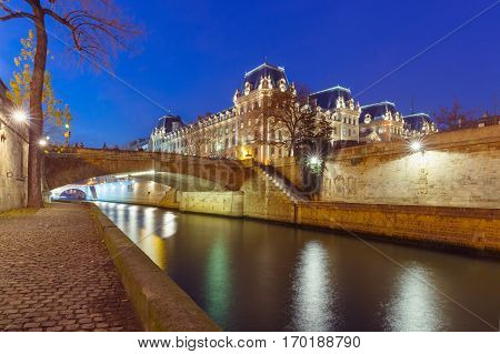 Embankment of the Seine near the Ile de la Cite at night, Notre Dame in the background, Paris, France