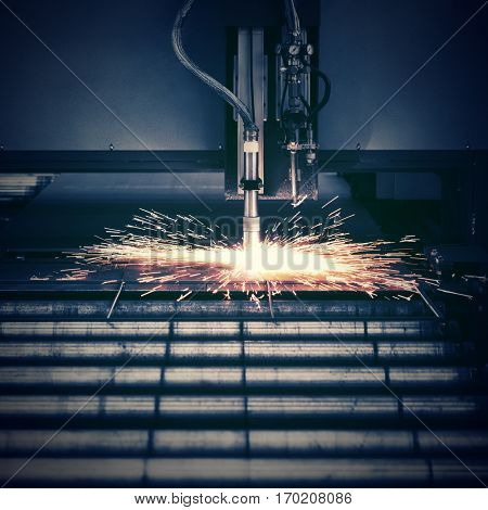 Industrial plasma machine cutting of metal plate