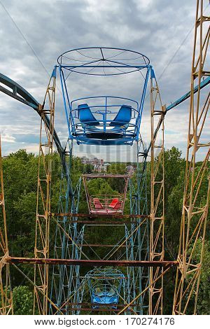Attraction Ferris wheel in Veterans Park Vologda
