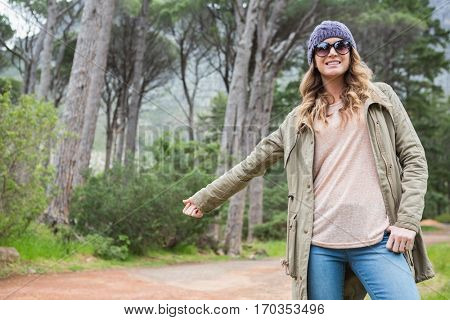 Hitch hiking woman with sunglasses in the countryside