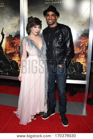 LOS ANGELES - JAN 23:  Milla Jovovich and Boris Kodjoe {Object} arrives to the