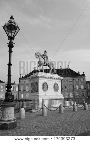 A view of the statue at Amalienborg palace