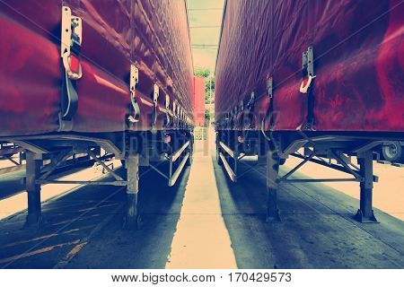 Middle Trailer Cargo Logistics Pattern