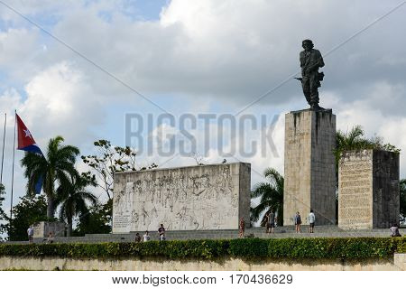 Che Guevara Statue And The Mausoleum In Revolution Square
