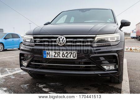 Volkswagen Tiguan, R-line. Black, 2017