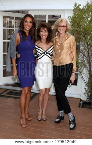 LOS ANGELES - JAN 5:  Eva LaRue, Susan Lucci, Jill Larson at the