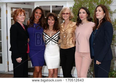 LOS ANGELES - JAN 5:  Kathleen Noone, Eva LaRue, Susan Lucci, Jill Larson, Kim Delaney at the
