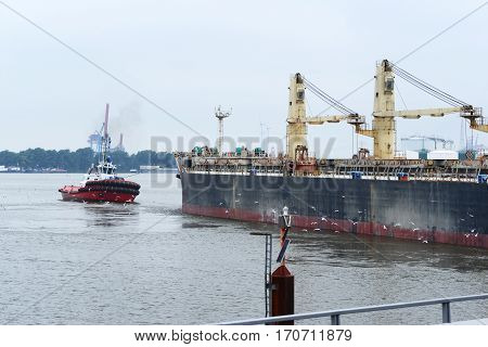 Photo with bulk carrier on the haven.