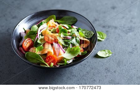 Salmon salad with baby spinach and corn salad