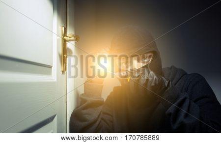 Formidable thief breaks open door