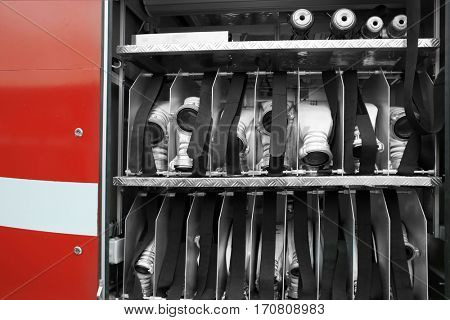 Special cells with hoses in fire-fighting vehicle