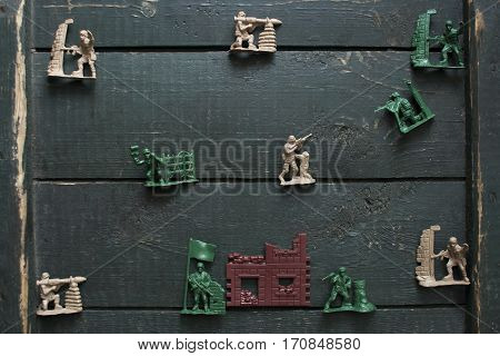 The battle for the fort between the plastic soldiers from childhood