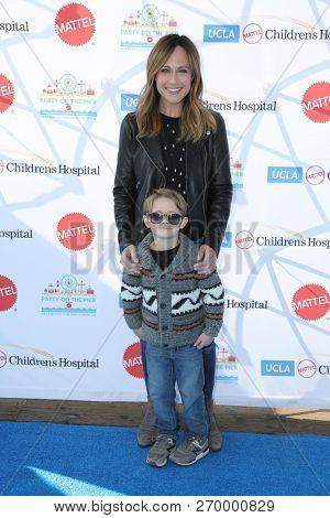 LOS ANGELES - NOV 18:  Nikki DeLoach, William Hudson Goodell at the UCLA Childrens Hospital