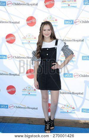 LOS ANGELES - NOV 18:   Olivia Sanabia at the UCLA Childrens Hospital
