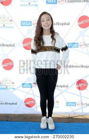 LOS ANGELES - NOV 18:  Aubrey Anderson-Emmons at the UCLA Childrens Hospital