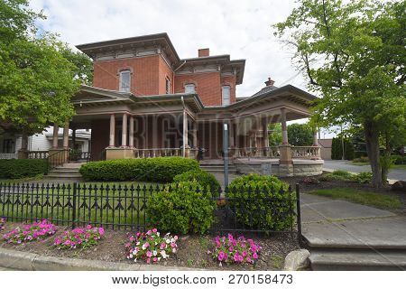 Findlay, Oh, May 30th, 2018,  Hancock Historical Museum Exterior Front Entrance In Summer With Giant
