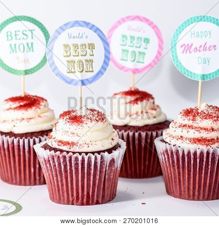 Cupcake toppers or stickers for Happy Mothers Day. Round shaped toppers with text Best Mom Ever. Birthday party cupcake muffin toppers background poster