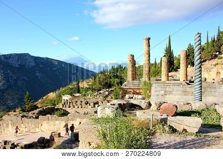 Delphi, Greece - September 21, 2017: Serpent Column Of Plataea And Temple Of Apollo In Delphi. Delph