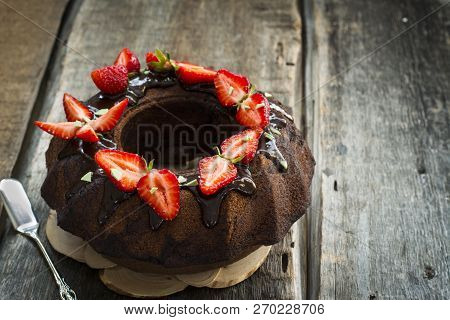 Traditional Chocolate Gugelhupf With Strawberry. Brownie Cake. Chocolate Kex. German Baked Goods. Au