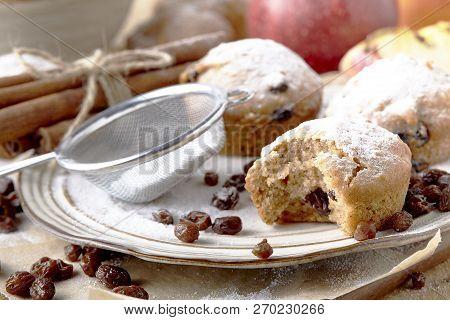 Small Fruitcakes For Christmas Dinner. Raisin Mini Cakes
