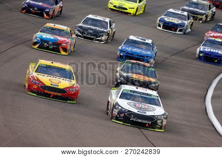 November 18, 2018 - Homestead, Florida, USA: Kevin Harvick (4) races through the field off turn one t for the Ford 300 at Homestead-Miami Speedway in Homestead, Florida.