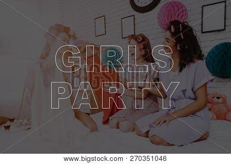 Smiling Girls. Happy Women. Women Spend Good Time. Beautiful Women. Best Girlfriends. Best Trio. Gir