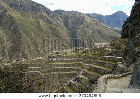 Old Inca Ruins Of Ollantaytambo - Peru