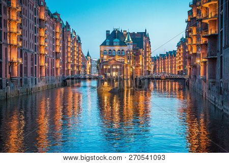Classic View Of Famous Speicherstadt Warehouse District, A Unesco World Heritage Site Since 2015, Il