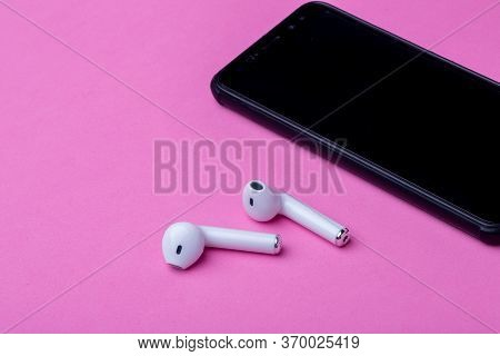 Wireless Headphones And Charging Case. White Headphones Wireless Earphones. Earphones For New Modern