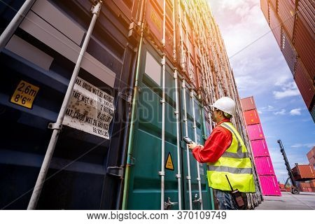 Foreman Control Loading Containers Box From Cargo Freight Ship For Import Export, Foreman Control In