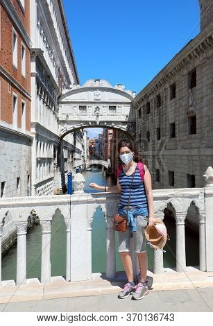 Pretty Woman With Surgical Mask And The  Bridge Of Sighs In Venice In Italy