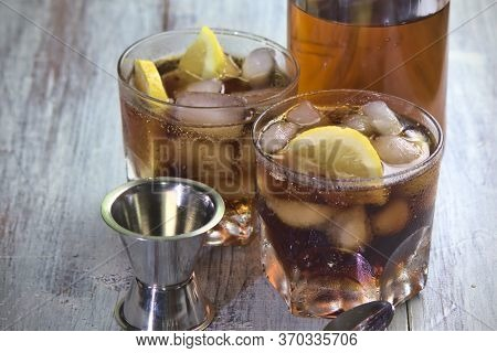 Refreshing Cuba Libre, Made With Aged Golden Rum, Cola And Lemon, Prepared At Home, After-dinner Dri