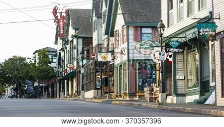 Bar Harbor, Maine, Usa - 29 July 2017: Five In The Morning View Of The Main Shopping Street Soon To