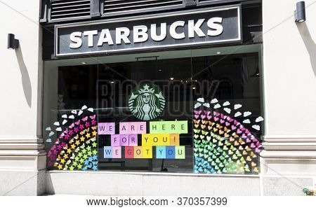 New York City, Usa - 26 May 2020: New York City Starbucks Window Decorated With Hearts And Stars Rea