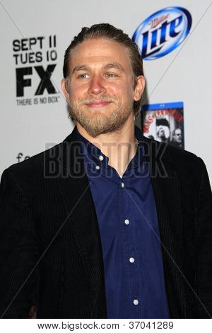 LOS ANGELES - SEP 8:  Charlie Hunnam arrives at the
