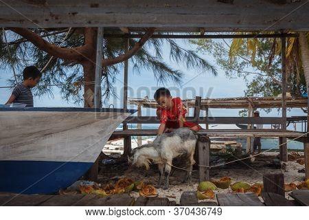 Mantanani Island, Sabah, Malaysia-circa September, 2017: A Local Mantanani Island,kids Are Playing W