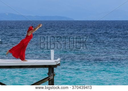 Mantanani Island, Sabah,malaysia-circa September, 2017:young Asia Women In Red Having Fun At The Woo