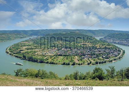Village Of Boppard And Famous Rhine River Loop,rhineland-palatinate,germany