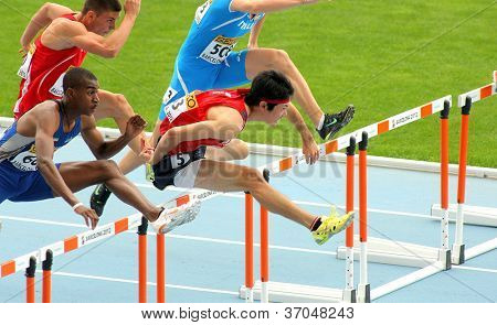 BARCELONA- JULY, 10: Shunya Takayama(R) of Japan during 110m men hurdles event of the 20th World Junior Athletics Championships at the Stadium on July 10, 2012 in Barcelona, Spain