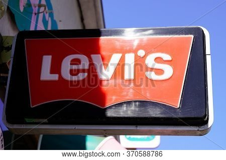 Bordeaux , Aquitaine / France - 05 05 2020 : Levi's Store Logo Sign Of American Clothing Company Lev