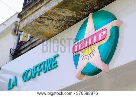 Bordeaux , Aquitaine / France - 05 05 2020 : Tchip Coiffure Logo Store Sign On Shop Of Low Cost Disc