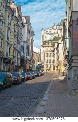 Kiev, Ukraine - March 26, 2020: Old Restored Architecture And Cobblestone Road On Vozdvizhenka On Po