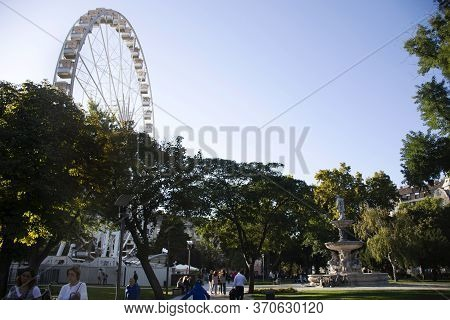 Budapest, Hungary - September 23 : Hungarians People And Foreigner Travelers Walking Travel Visit An