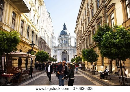 Hungarians And Foreign Travelers Walking Travel Visit Street Market Go To St. Stephen's Basilica Rom