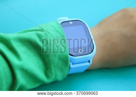 Wearable Kids Smart Watch For Calls And Location Tracking With Touch Screen And Voice Service, Blue