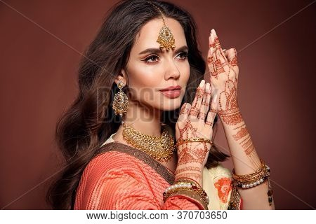 Mehendi. Portrait Of Beautiful Indian Girl In Sari. Young Hindu Woman Model With Kundan Golden Jewel