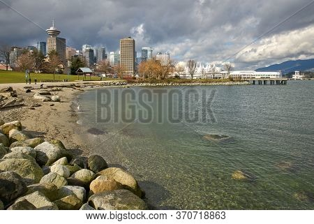 Crab Park Portside Beach Vancouver. Lapping Waves On The Edge Of Downtown Vancouver In Crab Park.